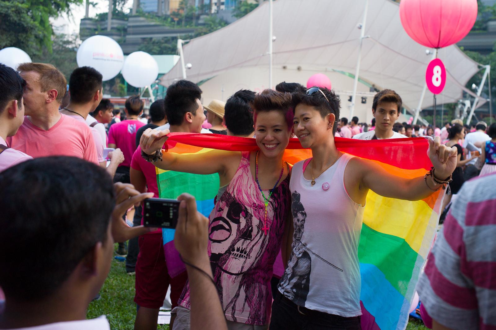 Singapore gay travel guide hotels, gay bars, saunas safety